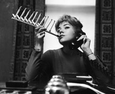 While some inventions changed the way we look at things others not some. We list down few crazy inventions from the past that are totally weird. Inventions Folles, Ideas Para Inventos, Stupid Inventions, Old Photos, Vintage Photos, Foto Picture, Photo Book, Rare Historical Photos, Cigarette Holder