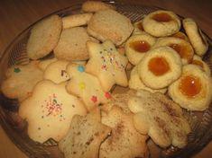 Koekies / kleinkoekies   Kreatiewe Kos Idees Best Biscuit Recipe, Best Sugar Cookie Recipe, Best Sugar Cookies, Yummy Cookies, Quick Easy Desserts, Easy Cookie Recipes, Sweet Recipes, Baking Recipes, Dessert Recipes