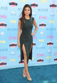 2013 Teen Choice Awards Red Carpet Ohh! I love this dress on her. I may just start crushing on Selena Gomez
