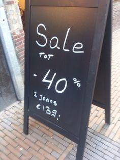Duidelijke reclame, jammer dat er gebruik is gemaakt van dit bord, dit past meer bij een restaurant.