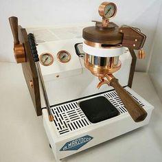 En snygg espressomaskin som tex denna från La Marzocco