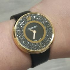 BEAUTIFUL SWAROVSKI 🎉🎉🎉 Watch Fashionable and glamorous, this watch dazzles with its stunning crystal appeal and the trendy rose gold tome. Case rose gold PVD coated stainless steel filled with approximately 800 Jet Hematite. worn a few times. LEATHER has some impressions. no scratches on the mica . Comes in original box. REASONABLE OFFERS ARE WELCOME 🚫NO TRADES🚫 Swarovski Accessories Watches