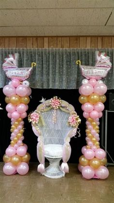 Baby shower chair and balloon columns Más Cheap Baby Shower, Shower Bebe, Fun Baby Shower Games, Baby Shower Themes, Baby Boy Shower, Shower Ideas, Bathroom Ideas, Shower Party, Baby Shower Parties