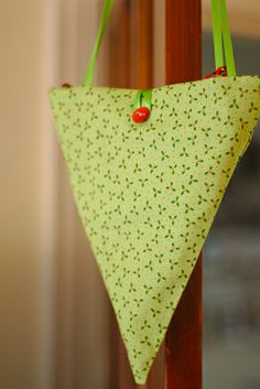 Bunting Bag - New Sites Bunting Pattern, Bunting Bag, Bunting Garland, Fabric Bunting, Diy Garland, Bunting Ideas, Bunting Tutorial, Fabric Crafts, Sewing Crafts