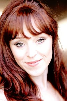 Ruth Connell (Rowena)
