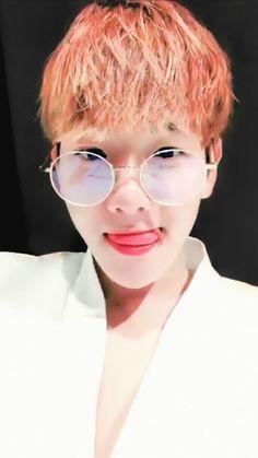 Baekhyun calling me Chanyeol, Baekhyun Selca, Exo Chen, Exo Kai, Baekyeol, Chanbaek, Kim Min Seok, Exo Members, Mirrored Sunglasses
