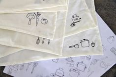 Definitely need to make cloth napkins. Love the sharpie doodles! - 34 Things You Can Improve With A Sharpie Sharpie Projects, Sharpie Crafts, Sharpie Art, Sewing Projects, Craft Projects, Craft Ideas, Sharpie Designs, Decor Ideas, Sharpies