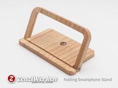ZenziWerken | Faltbarer Smartphonehalter aus Eichenholz, aufgestellt