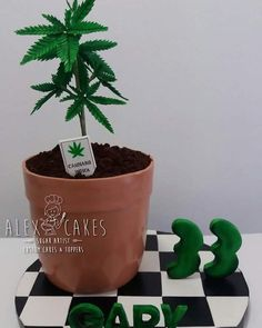 420 theme fondant cake sugar flowers and all the details are handcrafted Weed Birthday Cake, Birthday Cakes For Men, Themed Birthday Cakes, Themed Cupcakes, Creative Cake Decorating, Birthday Cake Decorating, Edible Cake Toppers, Custom Cake Toppers, Cannabis