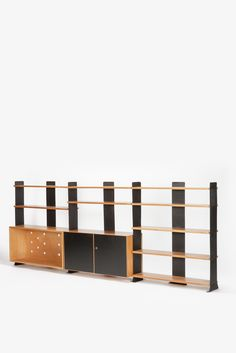 Swiss Bookshelf and Cabinets by Wilhelm Kienzle for Embru, Great display space for a collection. Antique Shelves, Vintage Shelf, Vintage Furniture, Cool Furniture, Furniture Storage, Storage Shelves, Shelving, Expanded Metal, Homes