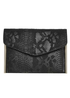 This Primark black faux snake clutch is the perfect party girl clutch!