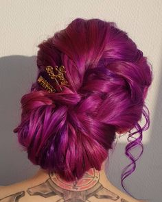 Pretty vivid dark pink + purple updo by - try our Plum Purple + Fuchsia Pink for a similar style! Purple Hair Tips, Plum Purple Hair, Dark Violet Hair, Pink Purple, Vivid Hair Color, Hair Color Purple, Hair Dye Colors, Pavlova, Pretty Hairstyles