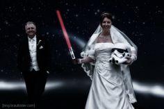 """...oder auch:""""Möge die Macht mit dir sein"""" Meine lieben Hochzeitspaare! Heute muss ich mal etwas""""schimpfen"""". Auf jeder zweiten Hochzeithöre ich: """"Ist doch egal, kann man doch in Photoshop reinmachen"""". Es bezieht sich meistens darauf, dass etwas oder noch öfters jemand vergessen wurde. Da wird die Oma zu Hause vergessen, was dann bei dem Gruppenbild den oben genannten Kommentar nachsichzie ..."""