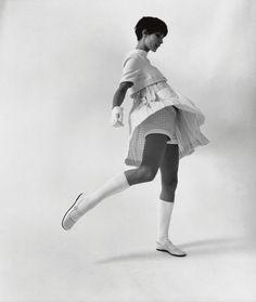 Mode 1960er Jahre  Astrid Schiller in Minimode von André Courrèges  F.C. Gundlach  Paris 1967  in: Constanze 2/1967
