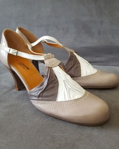 Damen Low Wedge Fit Flip Flop Toe Post Kristall Sandalen Schuhe  40 EUBrown