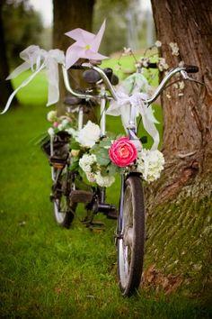 Un petit vélo joliment décoré... c'est écolo ! :)