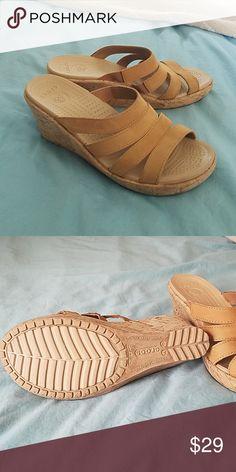 64fb8a992 Tan platform Crocs sandals Leigh wedge Women s Crocs size 7 CROCS Shoes  Wedges