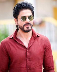 Shahrukh Khan, the super-star of the Bollywood continues to lord over the box-office after being pitched against 3 generation of superstars Shahrukh Khan And Kajol, Shah Rukh Khan Movies, Aamir Khan, Indian Celebrities, Bollywood Celebrities, Anushka Sharma, Priyanka Chopra, Mumbai, Beard Look