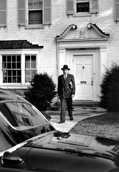 elliott erwitt Talking Photography With Elliott Erwitt - Richard Nixon, Washington, Documentary Photographers, Famous Photographers, Eliot Erwitt, Elliott Erwitt Photography, Portrait Quotes, Ralph Gibson, Honore Daumier, Berenice Abbott, Henri Cartier Bresson