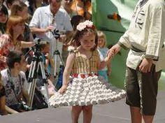 como hacer vestidos de material reciclado para niños - Buscar con Google