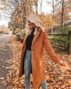 womens fashion outfits looks fab. Fall Winter Outfits, Autumn Winter Fashion, Fall Fashion, Orange Fashion, Winter Wear, Fashion 2018, Mode Ootd, Fashion Outfits, Womens Fashion