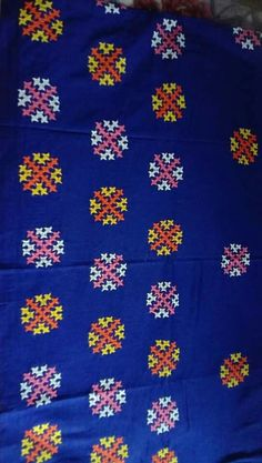 Handmade Embroidery Designs, Embroidery Neck Designs, Hand Embroidery Videos, Hand Work Embroidery, Embroidery Suits Design, Hand Embroidery Stitches, Embroidery Dress, Kutch Work Saree, Kutch Work Designs