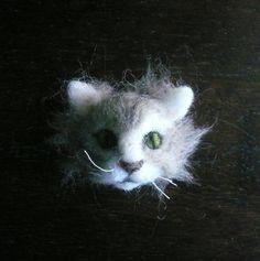 Needlefelted cat head brooch/Animal Sculpture Brooch /Needle Felted Cat brooch / Made to order/Custom Miniature Sculpture of your pet/