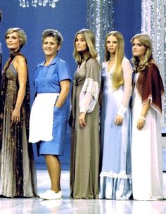 The Brady Women on The Brady Bunch Variety Hour (Jan was portrayed by Geri Reischl, not Eve Plumb) The Brady Bunch, 80 Tv Shows, Great Tv Shows, Ann B Davis, Brady Kids, Maureen Mccormick, Melrose Place, Saved By The Bell, Hooray For Hollywood