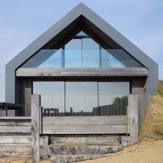 Maisons de plage à Camber Sands par WAM Design - Journal du Design Modern Barn House, Modern House Design, Residential Architecture, Modern Architecture, Sustainable Architecture, Exterior Tradicional, Contemporary Beach House, Self Build Houses, House Extensions