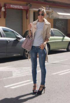 jeans , gabardina beige y tacones