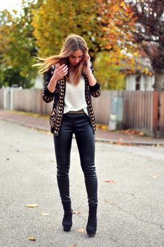 Leather pants, Tiger of Sweden. Shoes, Deichmann. Sweater, Romwe. Belt, Zara. Printed jacket, Romwe. Ring, Topshop.