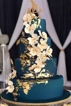 romantic navy blue wedding cakes with gold foil decorations and cascading flower. - romantic navy blue wedding cakes with gold foil decorations and cascading flowers, elegant wedding - Navy Blue Wedding Cakes, Floral Wedding Cakes, Wedding Cake Designs, Cake Wedding, Wedding Blue, Wedding Cupcakes, Wedding Ceremony, Winter Wedding Cakes, Wedding Flowers