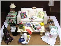 DYI DOLLHOUSE MINIATURES Een huiskamer met veel printjes en zo zelf maken heel leuk.