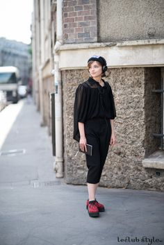 Womenswear Street Style by Ángel Robles. Fashion Photography from Paris Fashion Week. Total black outfit with red creepers. On the street, Bd Malesherbes, Paris.
