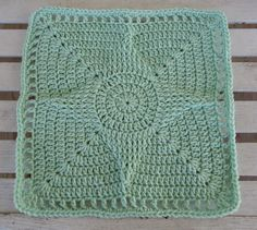 Ravelry: Standout Star 12 Square pattern by Aurora Suominen (free) Grannies Crochet, Crochet Squares Afghan, Crochet Motifs, Crochet Dishcloths, Crochet Blocks, Granny Square Crochet Pattern, Crochet Stitches, Free Crochet, Knit Crochet