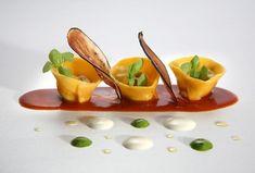 light first dish Chefs, Gourmet Recipes, Cooking Recipes, Food Gallery, Tortellini, Molecular Gastronomy, Food Design, Food Presentation, Food Plating