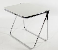 Castelli Plia table top turns 270° to store flat, brings back leg in with it