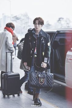 shinee key kpop airport fashion