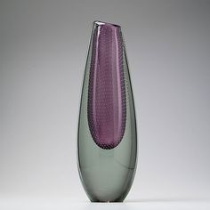 Purple and clear vase with controlled bubbles. Gunnel Nyman for Nuutajärvi Notsjö. Condition: Very good (minor scratchmarks, impurities/unmelted stones in the interior bottom glass). Scandinavian Design, Glass Art, Bubbles, Vase, Stone, Purple, Rock, Stones, Vases