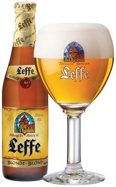 Leffe Blonde (InBev Belgium, Bélgica) Cerveza de Abadía de alta fermentación, color marrón intenso. Su aroma penetrante revela perfumes de cebada malteada y de levadura. Ya en la boca, desarrolla un amargor prolongado. No es de mis favoritas. Alcohol 6,6%