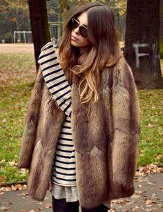 """Marinière + fourrure esprit vintage = le bon duo ................................... """"Il faut porter une fourrure comme un vulgaire tricot."""" Karl Lagerfeld"""