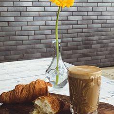 Tablou de Octombrie cu floare, cafea si croissant 🌼☕️🥐 #diminetideoctombrie #inhertfordshire Workout, Work Out, Exercises