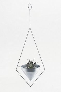 Dreieckiger Blumentopf zum Aufhängen
