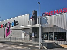 Right next door to the train station, the Cosmopolis Cinema in Aigle has three big screens which can seat from 98 up to 242 people.
