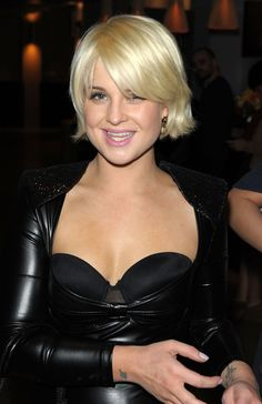 chin-length bob. This short hairstyle is very flattering for her pear-shaped face (a face shape where the widest points of your jaw are a bit wider than the widest points of your hairline), as it creates the illusion of a more oval-shaped face.