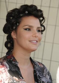 sheego Model Candice Huffine bei dem Shooting für den Kalender-Titel