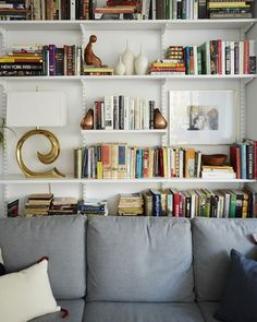 Dekoration + LAMPA i bokhyllan