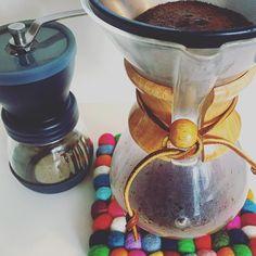 おはようございます 朝のドリップタイムです #chemex #coffee #HARIO #sugicoffeeroasting #chemexlove #coava #kone http://ift.tt/1U25kLY