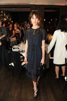 Alexa wearing a Mulberry midnight blue dress. Daily Alexa Chung, Alexa Chung Style, Alexa Alexa, Diane Kruger, Natalie Portman, Celebrity Dresses, Celebrity Style, Lily Collins Style, Dior