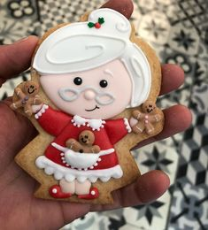 super ideas for cake fondant christmas sweets Christmas Biscuits, Christmas Sugar Cookies, Christmas Cupcakes, Christmas Sweets, Noel Christmas, Christmas Goodies, Holiday Cookies, Christmas Baking, Christmas Gingerbread